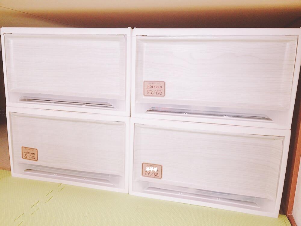 透明の衣装ケースをおしゃれに!100均の壁紙で目隠しするリメイク術♡